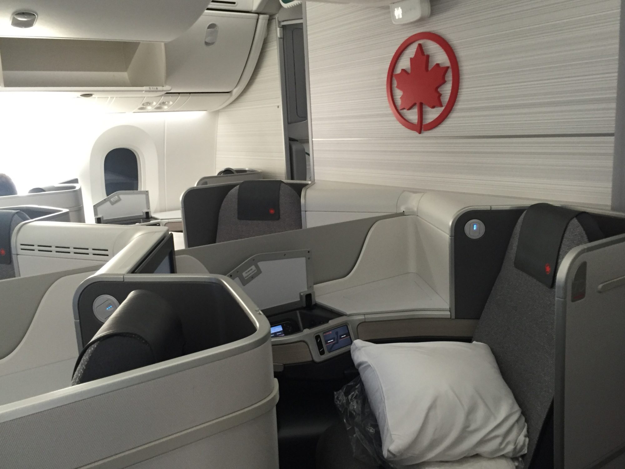 air-canada-dreamliner-business-class-main