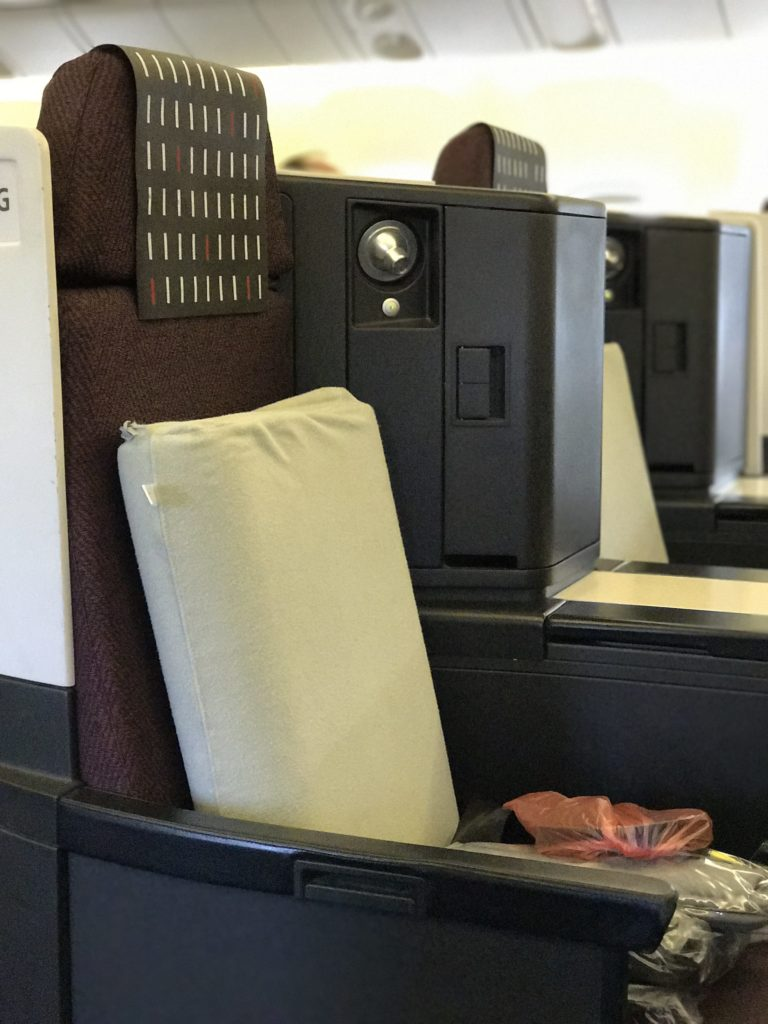 JAL Business Class 767 Middle Seats