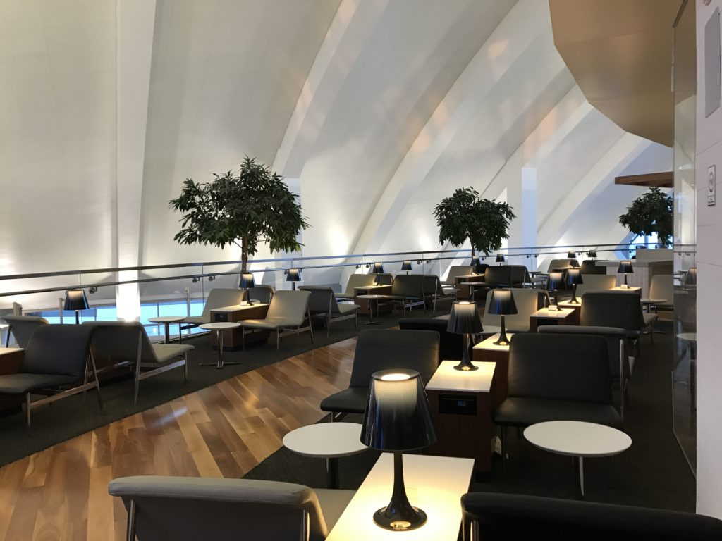 LAX Star Alliance Lounge Patio 2