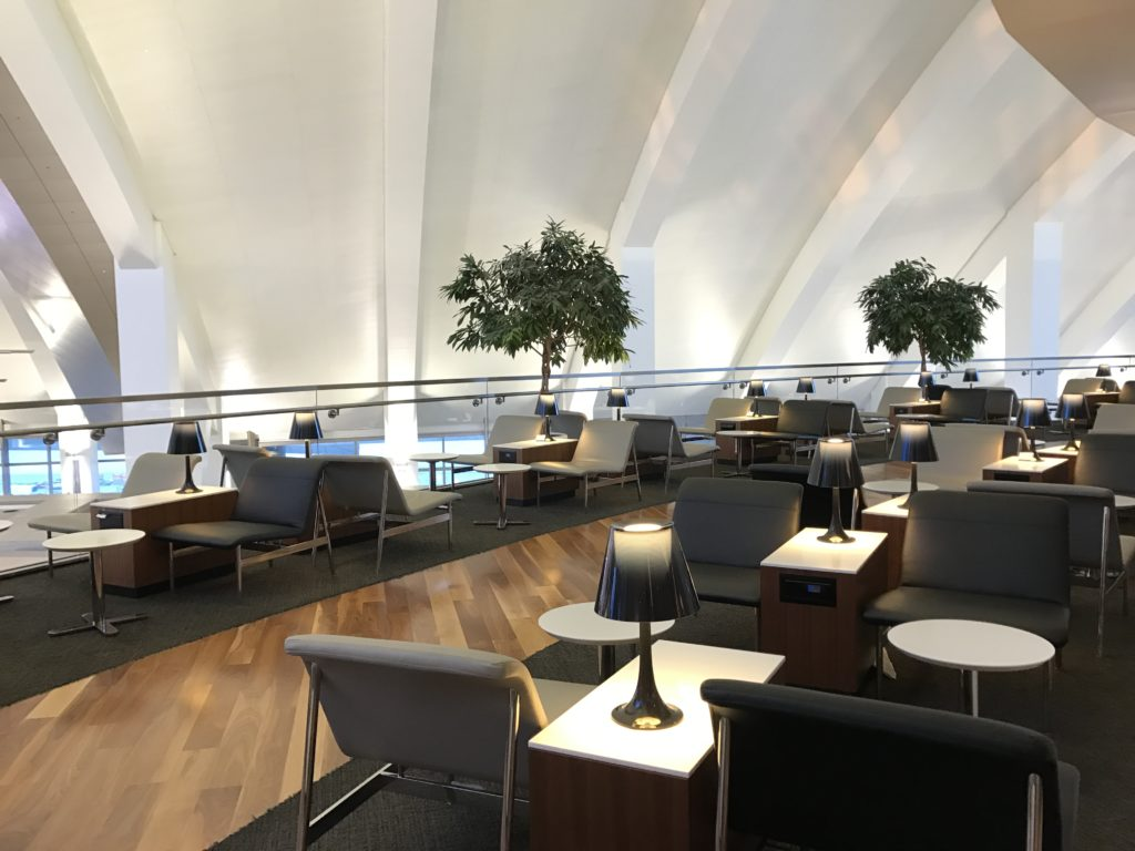 LAX Star Alliance Lounge Patio 3